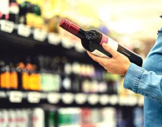 Führt zu viel Alkohol zu Haarausfall?