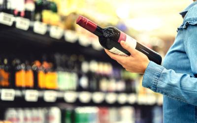 Führt zu viel Alkohol zu Haarausfall? Gründe und Ursachen