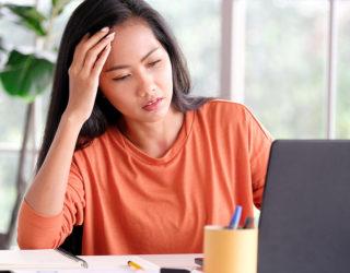 Geheimratsecken bei Frauen – Ursache Stress?