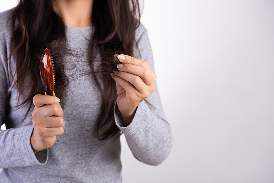 Gründe für Haarausfall bei Frauen
