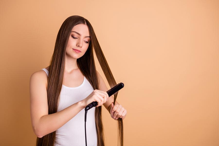 Ist Haarausfall durch das Glätteisen möglich?