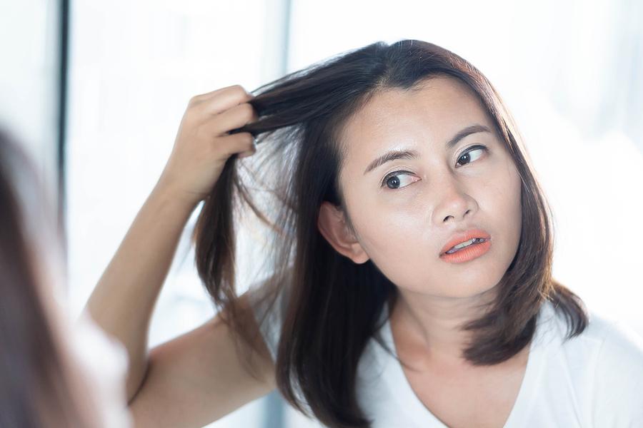 Haarausfall im Alter bei Frauen